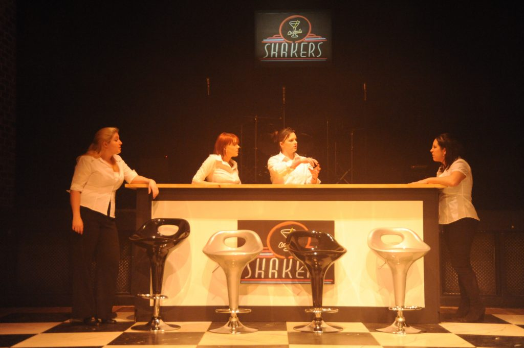 2351103_shakers