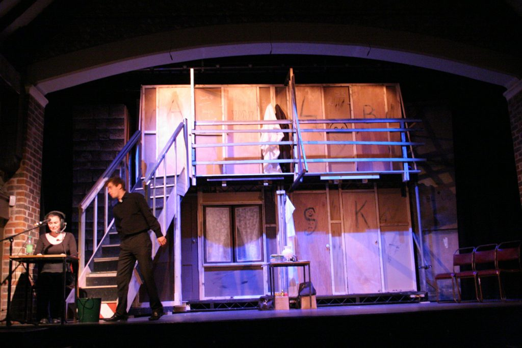 2301004_noises-off_act2