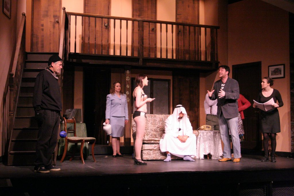 2301004_noises-off_act1