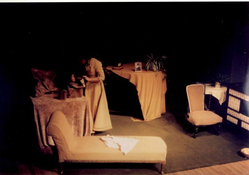 1699710_dolls-house-a